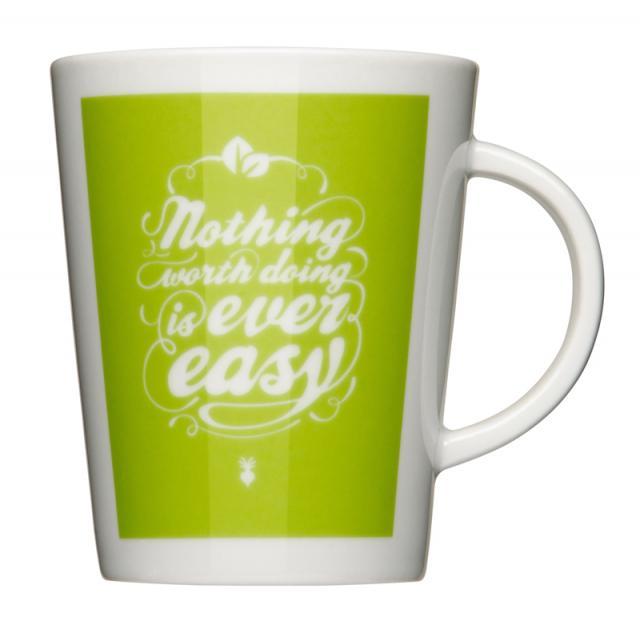 weisse Tasse mit grünem Logoaufdruck